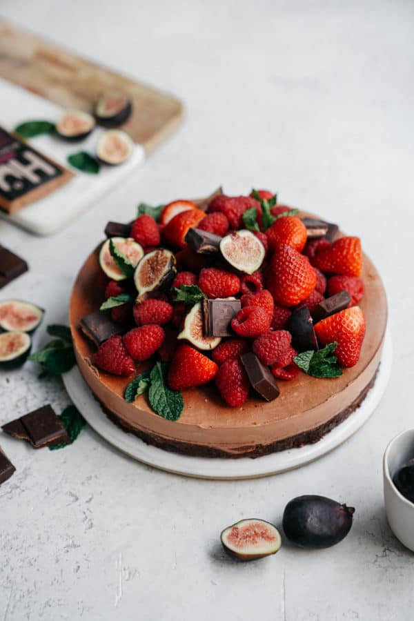 Let me introduce you to your new favourite, super easy, guilt free, VEGAN dessert! This vegan cashew chocolate mousse cake is made with Hu Chocolate.